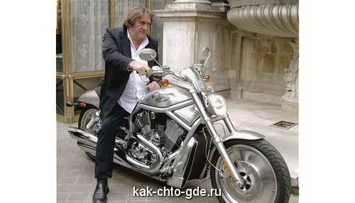 Жерар Депардье на мотоцикле