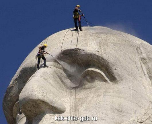 service Rushmore monument