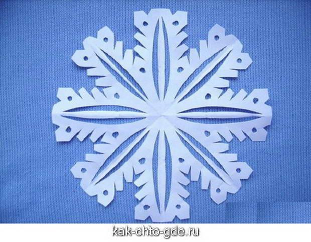 Пробуем вырезать первую снежинку