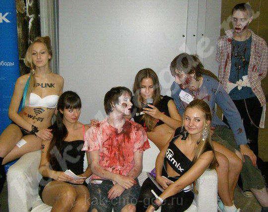 фото девушек игромир -2012