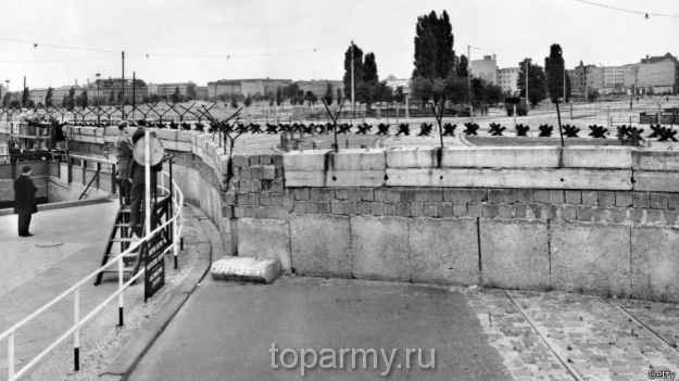 Берлинская стена 1961 год, вид с Потсдамской площади фото 1989