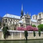 Майские праздники в Париже собирают множество самых различных людей, в том числе и из других стран